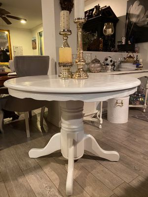 Dining table with 4 chairs for Sale in Rancho Cucamonga, CA