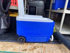 Igloo cooler with wheels for Sale in Wheat Ridge, CO