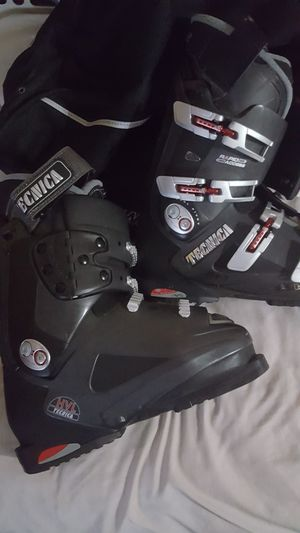 Men's ski boots size 9 for Sale in Los Angeles, CA