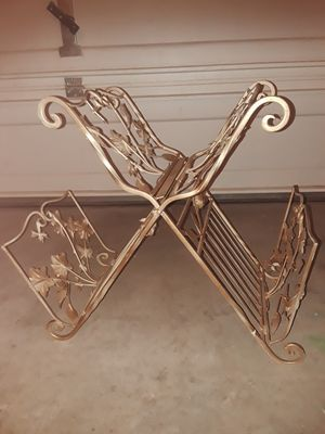 Large gold rack for Sale in Maricopa, AZ
