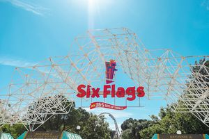**SIX FLAGS MAGIC MOUNTAIN** for Sale in Los Angeles, CA