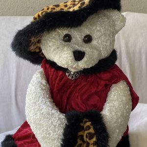 This adorable sitting teddy bear is in perfect condition! for Sale in Spring Valley, CA