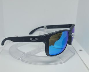 Oakley Holbrook XL Sunglasses Polarized for Sale in Ontario,  CA