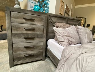 NEW IN THE BOX.HOT SELLER GREY 5 DRAWER CHEST. SKU#TCB200-CHEST for Sale in Huntington Beach,  CA
