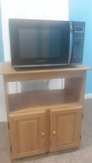 Emerson 1100 watt microwave and Stand for Sale in Springfield, VA