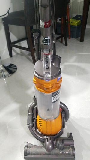 Vacuum Dyson ball d's 25 for Sale in North Miami Beach, FL