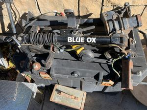 Blue ox tow hitch for rv or tow any small behind your truck for Sale in Santa Ana, CA