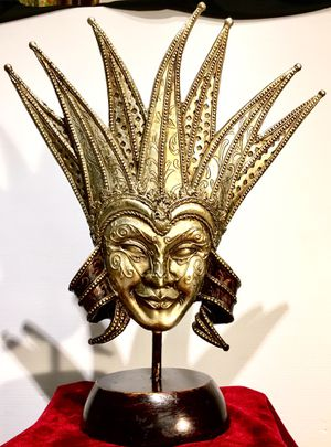 Gorgeous vintage decorative Venetian mask H18xW15xD6 inch for Sale in Chandler, AZ