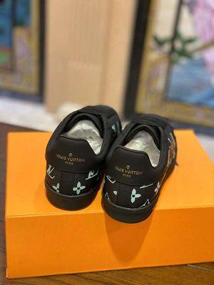Louis Vuitton 8-13 for Sale in Phoenix, MD
