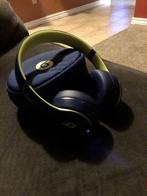 Beats solo 3 wireless for Sale in Tulare, CA