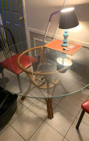 Table used for indoor glass top no cracks or chips need home ASAP for Sale in Holiday, FL
