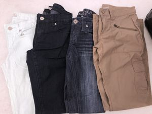 Woman's clothes bundle (4 pants (size 1 and two shirts size small) for Sale in Los Angeles, CA