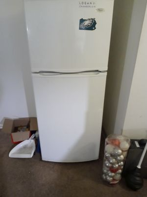 Whirlpool apartment size refrigerator for Sale in Raleigh, NC