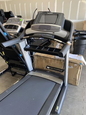 2020 NordicTrack Commercial 2450 Treadmill for Sale in Peoria, AZ