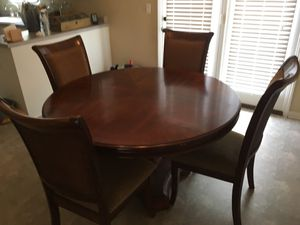 Round Wooden Kitchen Table with 4 Chairs for Sale in Murfreesboro, TN