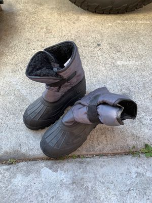 Kids snow boots size 13/1 for Sale in Baldwin Park, CA