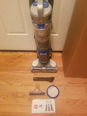 NEW cond CORDLESS HOOVER VACUUM WITH 2 BATTERY COMPLETE ATTACHMENTS , AMAZING SUCTION , in the BOX, WORKS EXCELLENT , BEST OFFER for Sale in Federal Way, WA