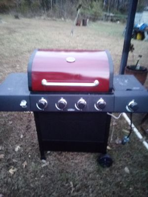 Gas grill for Sale in Cumberland, VA
