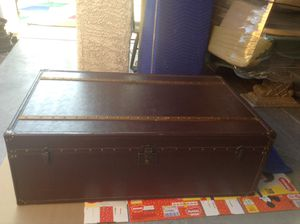 Leather trunk for Sale in Las Vegas, NV