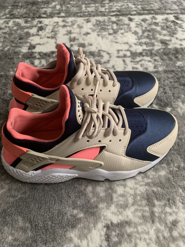 Nike Air Huarache (Women's Size 8)