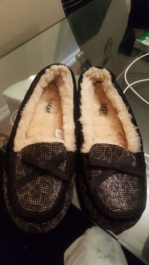 Ugg slippers like new for Sale in Dallas, TX