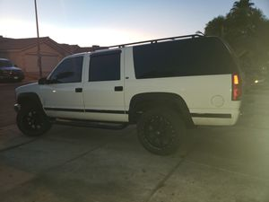 Chevy Suburban k2500 new motor 4500miles new tires for Sale in Las Vegas, NV