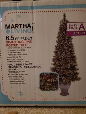 Artificial Christmas tree 6.5 ft. - arbol artificial preiluminado for Sale in Walnut Creek, CA