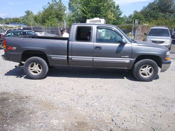 1999 Chevy Silverado z71 300k miles runs and drives!!!