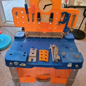 KIDS TOOL BENCH W/TOOLS for Sale in Brentwood, NC