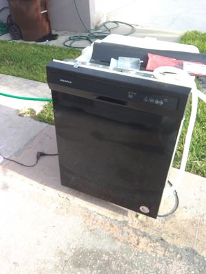 Black amana dishwasher with plastic tub in excellent working condition for Sale in Kissimmee, FL