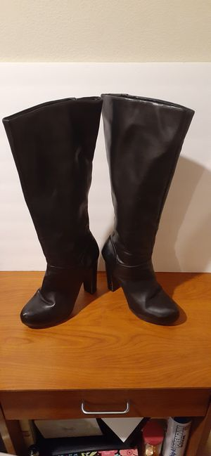 Size 7 women's leather knee high boots for Sale in Salt Lake City, UT