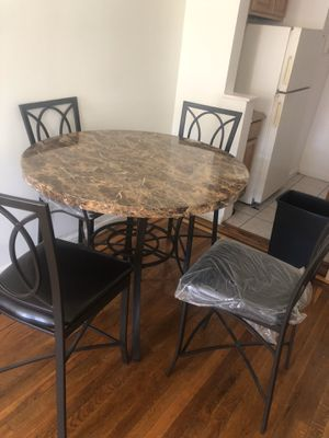 3.5 foot diameter table and 4 chairs for Sale in Queens, NY