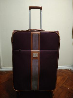 Rolling luggage suitcase for Sale in Brooklyn, NY