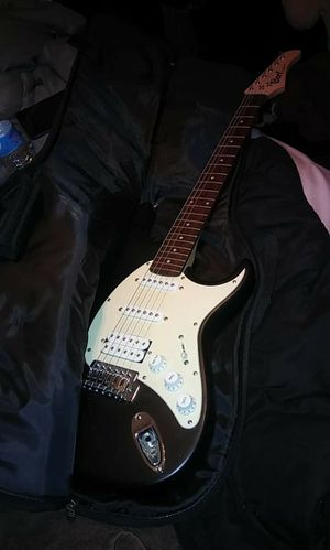 Cort electric guitar and b.c rich amp for Sale in Pittsburgh, PA