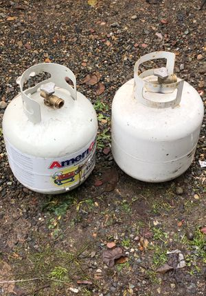 2 propane tanks one full one empty for Sale in Tacoma, WA