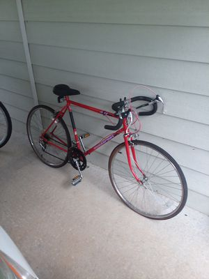 Road bike for Sale in Lyons, GA