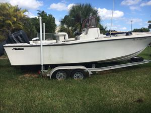 "Mako 22""0 center console with 250 Yamaha. Boat has been sitting for 2 years and needs to go to new home. Has aluminum float on trailer but axles need for Sale in FL, US"