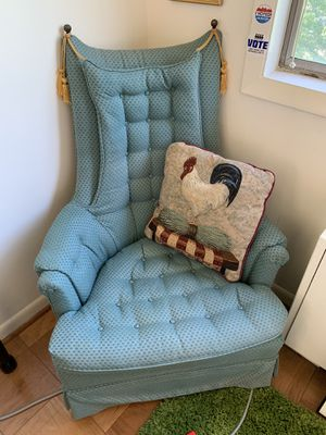 UNIQUE Sitting Chair (Great Condition - Well Kept and Maintained!) for Sale in Arlington, VA