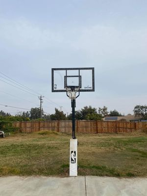 Basketball hoop for Sale in Bakersfield, CA