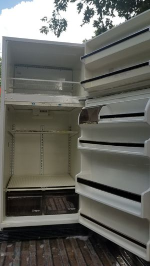Whirlpool refrigerator older model works great for Sale in Fort Worth, TX