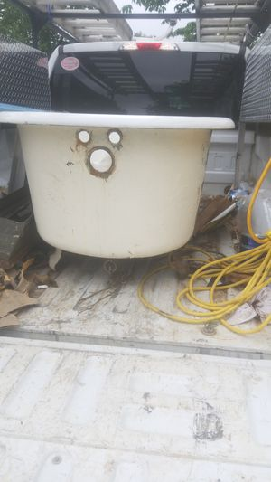 Standard Sanitary Manufacturing Claw Foot tub for Sale in Columbia, VA