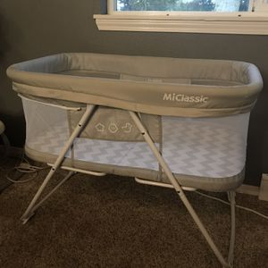 Miclassic All Mesh 2in1 Stationary&Rock Bassinet One-Second Fold Portable Crib for Sale in Tualatin, OR