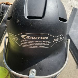 Easton Mit: Easton Helmet : Slide Shorts : 6.5 Cleats: Gloves for Sale in Bakersfield, CA