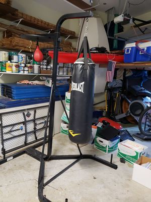 Everlast two station heavy bag and speed bag for Sale in Los Angeles, CA
