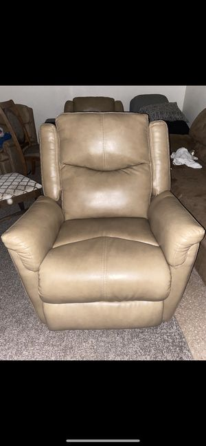 Leather Single Sofa recliner for Sale in Phoenix, AZ