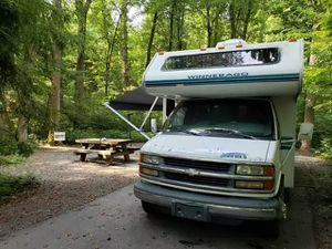 Rear queen-size 1999 Winnebago MINNIE for Sale in Boonville, MO