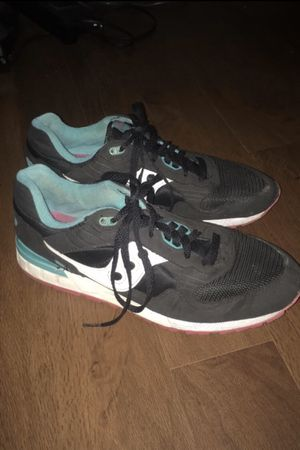 Size 10 saucony sneakers for Sale in Lewisburg, PA