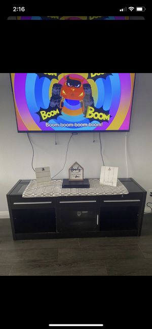$60 TV stand excellent conditon with power strip! for Sale in Long Beach, CA