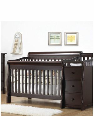 Sorelle crib 1050 & more with changing table for Sale in Brooklyn, NY