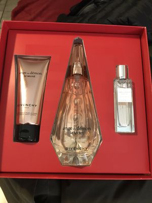 Givenchy woman perfume for Sale in Phoenix, AZ